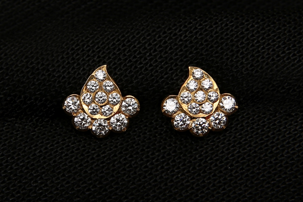 Diamond Earrings Design and Best Collections to buy are there in Karaikudi Maganlal Mehta Diamond Jewellers in Chennai.