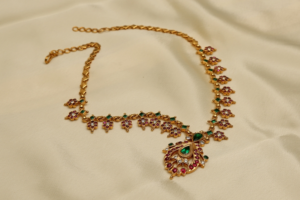 Diamond Necklaces Collections from Karaikudi Maganlal Mehta Corp Ltd,the trusted Diamond Jewellers in Chennai