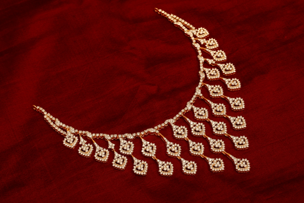 Buy Precious Diamond Jewellery Collections from Karaikudi Maganlal Mehta Diamond Jewellers Chennai, the Best Diamond NEcklace to wear for all occasions.